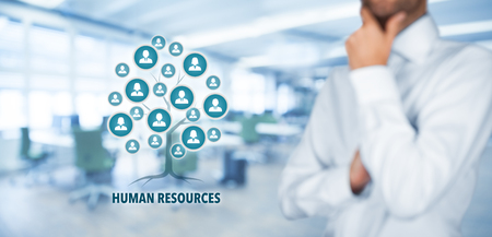 recursos humanos: Recursos humanos (HR) concepto. Los recursos humanos es una raíz de un árbol en las relaciones con los clientes. Los clientes representados por iconos. Foto de archivo