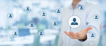 piscine des ressources humaines, service à la clientèle, les soins pour les employés, syndicat, agence pour l'emploi et les concepts de segmentation marketing. composition de la bannière large avec bureau en arrière-plan.