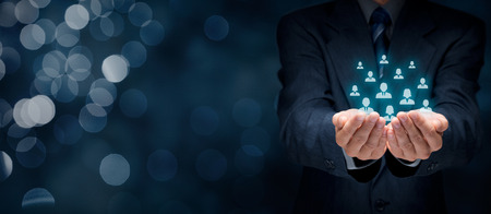 Customer care, zorg voor werknemers, human resources, levensverzekeringen, uitzendbureau en marketing segmentatie concepten. Brede samenstelling van de banner met bokeh achtergrond.