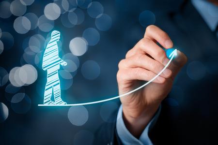 Persoonlijke ontwikkeling, persoonlijke en carrière groei, vooruitgang en mogelijke concepten. Coach (human resources officer, supervisor) te motiveren werknemer aan de groei. Bokeh op de achtergrond.
