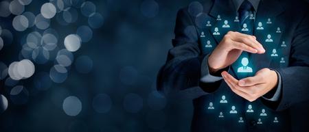 Service à la clientèle et les soins, la protection de patron, la personnalisation du client, client individuel, les soins pour les employés, CRM, service social à la clientèle, la fidélisation des clients, la relation client, le marketing concepts de niche de segmentation. Composition de la bannière large avec b