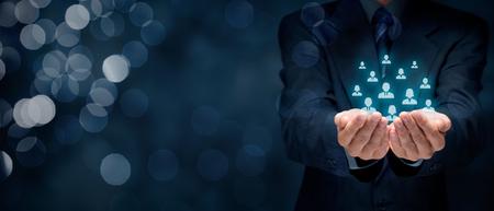 Customer care, zorg voor werknemers, human resources, levensverzekeringen, uitzendbureau en marketing segmentatie concepten. Brede samenstelling van de banner met bokeh voor persoon en in de achtergrond.