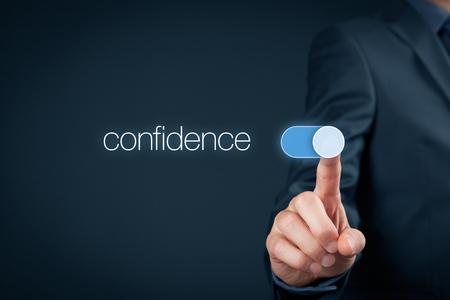 Vertrauen Verbesserung Konzept. Coach oder Mentor hilft Selbstvertrauen zu erhöhen. Geschäftsmann Schalter über das Vertrauen. Standard-Bild