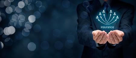 Concept de l'assurance. les clients de l'agent d'assurance et de sociétés d'assurance. Composition de la bannière large avec bokeh en arrière-plan. Banque d'images - 50995634