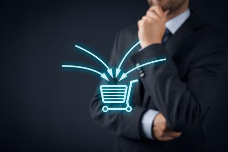 El comercio electrónico concepto de marketing. especialista en marketing pensar en mejorar una venta, venta cruzada y otra técnica de venta utilizada en el comercio electrónico de ventas más rentables.