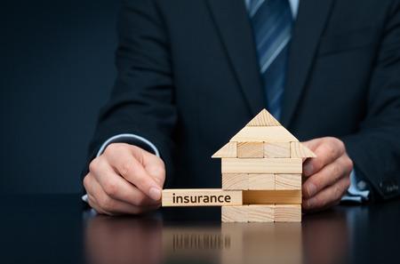 Onroerend goed (woning) verzekering bescherming concept. Stockfoto