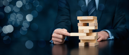 Métaphore de solution d'affaires, le soutien, l'encadrement, l'assurance, l'innovation et un autre aidant thèmes d'affaires. Composition de la bannière large avec bokeh.