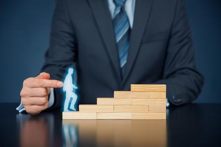 Persoonlijke ontwikkeling, persoonlijke en carrière groei, succes, vooruitgang, motivatie en mogelijke concepten. Stockfoto - 56358904