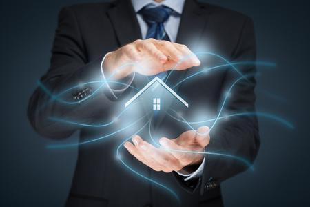 Intelligentes Haus, Smart Home und Home-Automation-Konzept. Symbol des Hauses und die drahtlose Kommunikation.