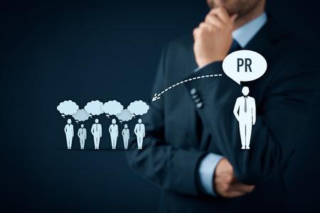 relaciones publicas: relaciones p�blicas (PR) de concepto. Hombre de negocios piensa acerca de los servicios de PR (relaciones p�blicas) y su impacto al p�blico. Foto de archivo