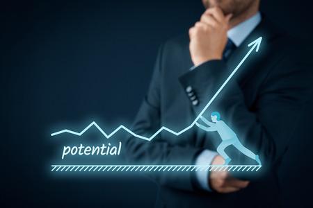 incremento: Aumentar el potencial de su concepto de negocio. Hombre de negocios piensa cómo aumentar el potencial de la empresa. Foto de archivo