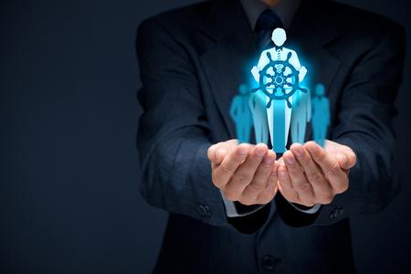 Capitán como metáfora de la líder del equipo gestor influyente y con la misión. Concepto de negocio más importantes.