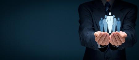Influencer (leader d'opinion, chef d'équipe, chef de la direction, leader sur le marché) et une autre entreprise menant des concepts, la composition de la bannière large. Banque d'images