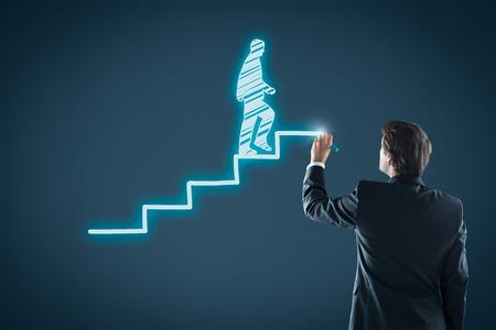 Développement personnel, la croissance personnelle et professionnelle, des progrès et des concepts potentiels. Coach (responsable des ressources humaines, superviseur) motiver l'employé à la croissance. Banque d'images