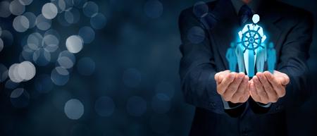 amélioration des affaires et le concept de développement. Capitaine (symbole de chef d'équipe) changer de direction pour améliorer la performance de l'entreprise, la composition de la bannière large.