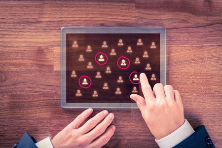 Zielgruppe, Marktsegmentierung, Kunden kümmern, Customer Relationship Management (CRM) und Team-Building-Konzepte.