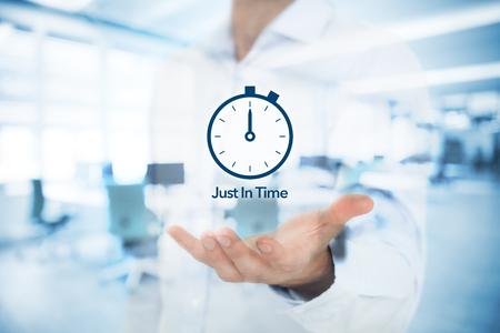ジャストイン タイム (JIT) 需要 (プル) 在庫システムを駆動します。ダブル バック グラウンドでオフィスを使用して公開します。