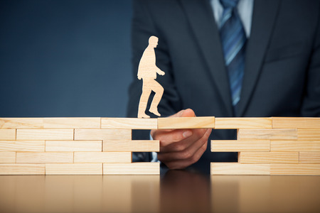 고객 관리 및 지원 (도움)과 생명 보험의 개념입니다. 사업가 나타내는 회사는 장애물을 극복하기 위해 (지원) 고객 (클라이언트) 스톡 콘텐츠