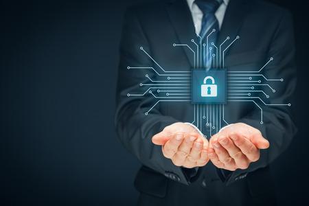 Concept de sécurité des appareils informatiques. Homme d'affaires offre service de sécurité informatique - bouton avec icône de cadenas dans la conception simplifiée de la puce connectée avec des dispositifs abstraits représentés par des points. Bonne composition. Banque d'images - 69432620