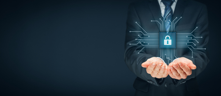Technologies de l'information concept de sécurité des dispositifs. Homme d'affaires offre des services de sécurité - bouton avec icône de cadenas dans la conception simplifiée de la puce connecté avec des dispositifs abstraits représentés par des points. Banque d'images - 71802534