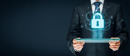 Cybersecurity e la tecnologia dell'informazione servizi di sicurezza concetto. Effettua il login o registrati in internet concetti.
