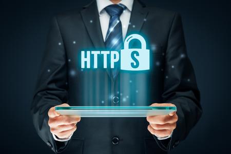 HTTPS - インターネット概念を保護します。ビジネスマンやタブレットと https のテキストと南京錠シンボルとプログラマ。 写真素材
