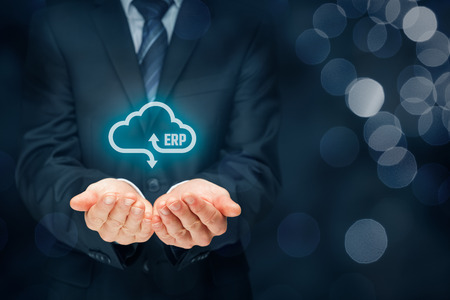 Erp クラウド サービス コンセプトとして。ビジネスマンは、クラウド コンピューティング サービスとして ERP ビジネス管理ソフトウェアを提供して