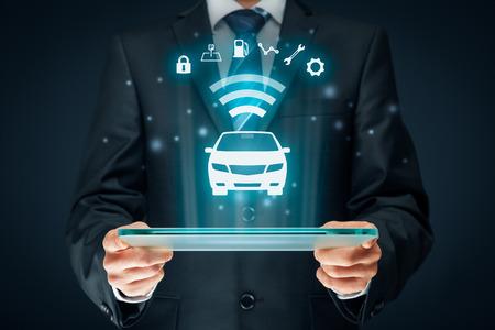 지능형 자동차, 지능형 차량 및 스마트 자동차 개념. 보안, 주차 위치, 연료, 운전 분석, 서비스 및 자동차 설정에 관한 무선 통신을 통한 자동차 및 정