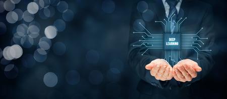 Aprendizaje estructurado profundo y aprendizaje jerárquico - métodos basados ??en el aprendizaje de representaciones de datos. Empresario o programador con el símbolo abstracto de un chip con el texto de aprendizaje profundo conectado con los datos representados por puntos. Foto de archivo