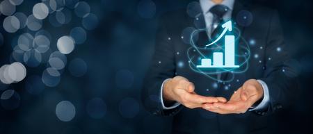 비즈니스 성장 분석 개념입니다. 사업가 성장과 그의 사업에 긍정적 인 지표의 증가를 계획합니다. 스톡 콘텐츠