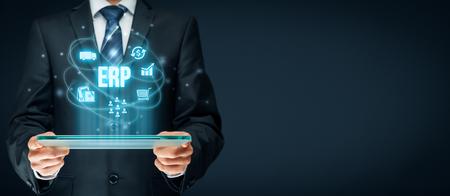 エンタープライズ リソース プランニング ERP の概念。ビジネスマンの ERP ビジネス管理ソフトウェア連携、収集、保存、管理、顧客、人事、生産、