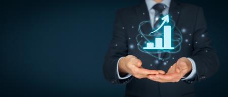 Geschäftswachstum Analysekonzept. Geschäftsmann Plan Wachstum und Steigerung der positiven Indikatoren in seinem Geschäft.