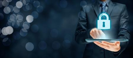 Ciberseguridad y el concepto de servicios de seguridad de tecnología de la información. Login o registrarse en los conceptos de Internet. Foto de archivo