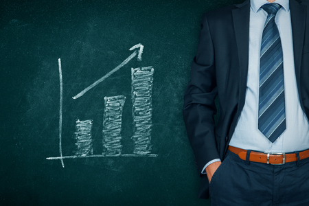 Businessman with hands in passive gesture and increasing graph. Banque d'images