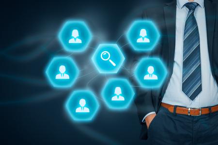 Responsable des ressources humaines à la recherche d'employés (recherche). Banque d'images
