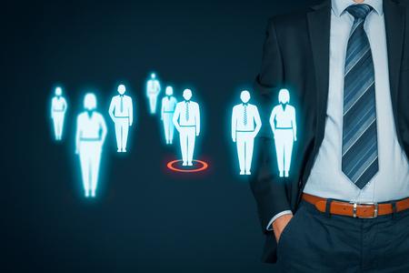 Responsable des ressources humaines choisir employé ou chef d'équipe (CEO). marketing client individuel et le concept de personnalisation. Banque d'images - 86258163