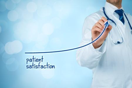 Il medico migliora il concetto di soddisfazione del paziente e migliora l'accesso alla supervisione medica e sanitaria. Il medico vuole aumentare il numero di clienti soddisfatti (pazienti). Archivio Fotografico - 89584385