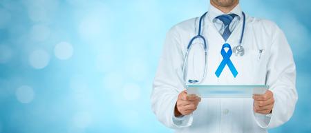 Concept de prévention du cancer de la prostate et sensibilisation aux troubles génétiques. Médecin (médecin) pense comment améliorer la prévention du cancer de la prostate. Banque d'images