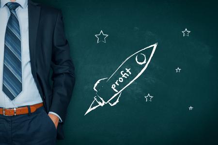 Homme d'affaires aide à augmenter rapidement le profit représenté par le vaisseau spatial. Banque d'images