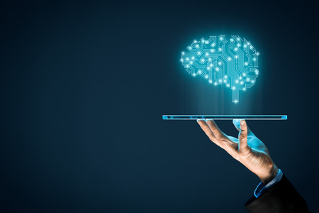 인공 지능 (AI), 기계 학습, 데이터 마이닝 및 다른 최신 컴퓨터 기술 개념. 인공 지능과 사업가 미래의 태블릿을 들고 나타내는 두뇌.