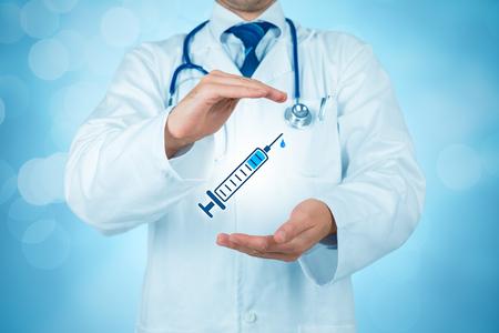 Concept de couverture vaccinale. Médecin praticien avec geste protecteur et icône de l'aiguille hypodermique. Banque d'images