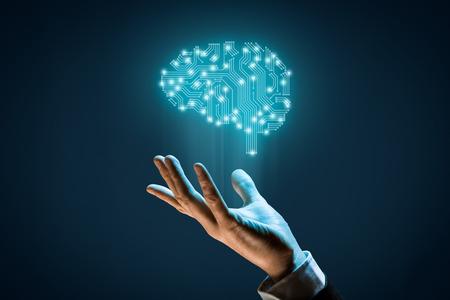 Cervello con progettazione di circuito stampato (PCB) e uomo d'affari che rappresenta intelligenza artificiale (AI), data mining, machine e deep learning e altri concetti di tecnologie informatiche moderne.