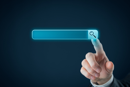 Rechercher, trouver et SEO des concepts internet. L'utilisateur clique sur le symbole de la loupe, classé pour votre propre domaine internet. Banque d'images