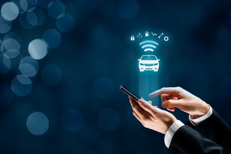 Coche inteligente, vehículo inteligente y concepto de autos inteligentes con teléfonos inteligentes. Foto de archivo