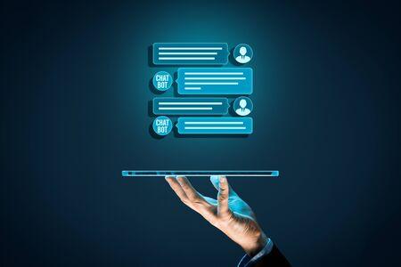 Concetto di comunicazione di intelligenza artificiale della compressa digitale di Chatbot. Chatbot è una nuova tendenza nella comunicazione B2C con l'applicazione di intelligenza artificiale conversazionale.