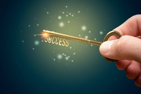 Coach (manager, mentor, HR specialist, you) has a key to unlock success - motivation concept. Zdjęcie Seryjne - 131003634