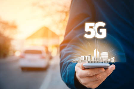 5G internet connection smart phone concept. Person hold smartphone with 5G broadband cellular network. Imagens