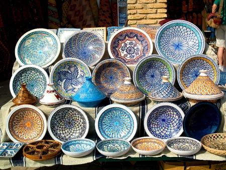 plats: Tunisian traditional pottery market