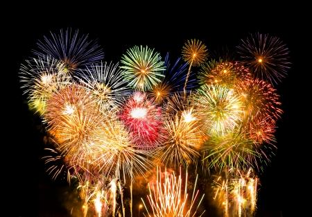多くのカラフルな花火は同時に爆発 写真素材