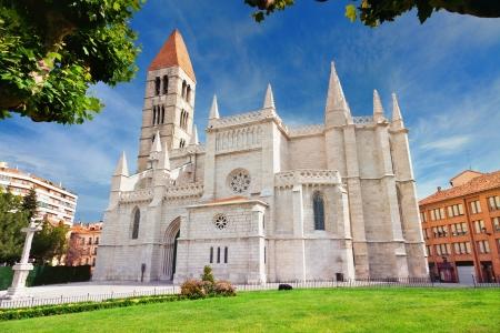 santa maria: Santa Maria de La Antigua church in Valladolid, Spain